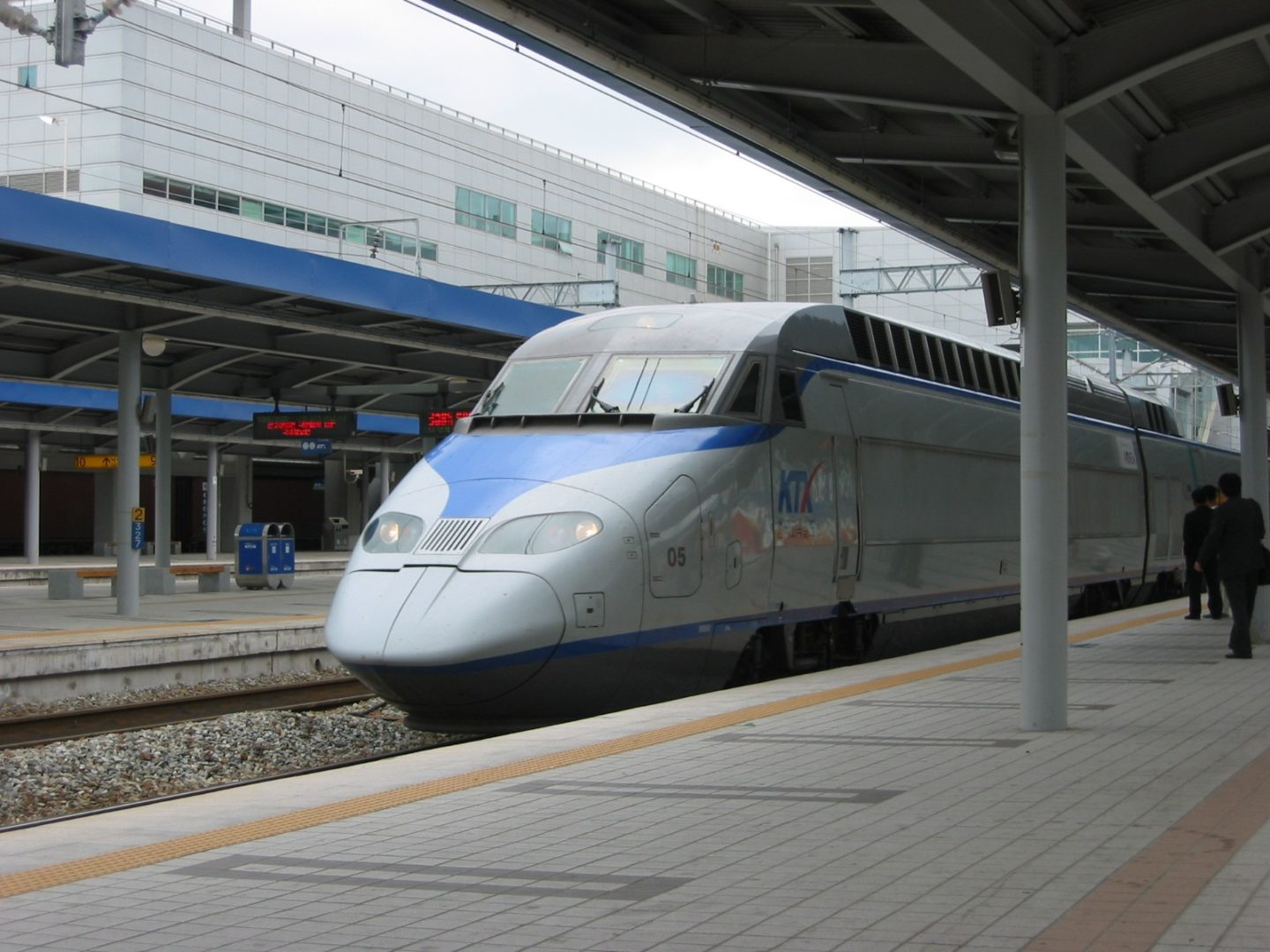 get-on-a-ride-on-the-seoul-–-daegu-high-speed-train-route
