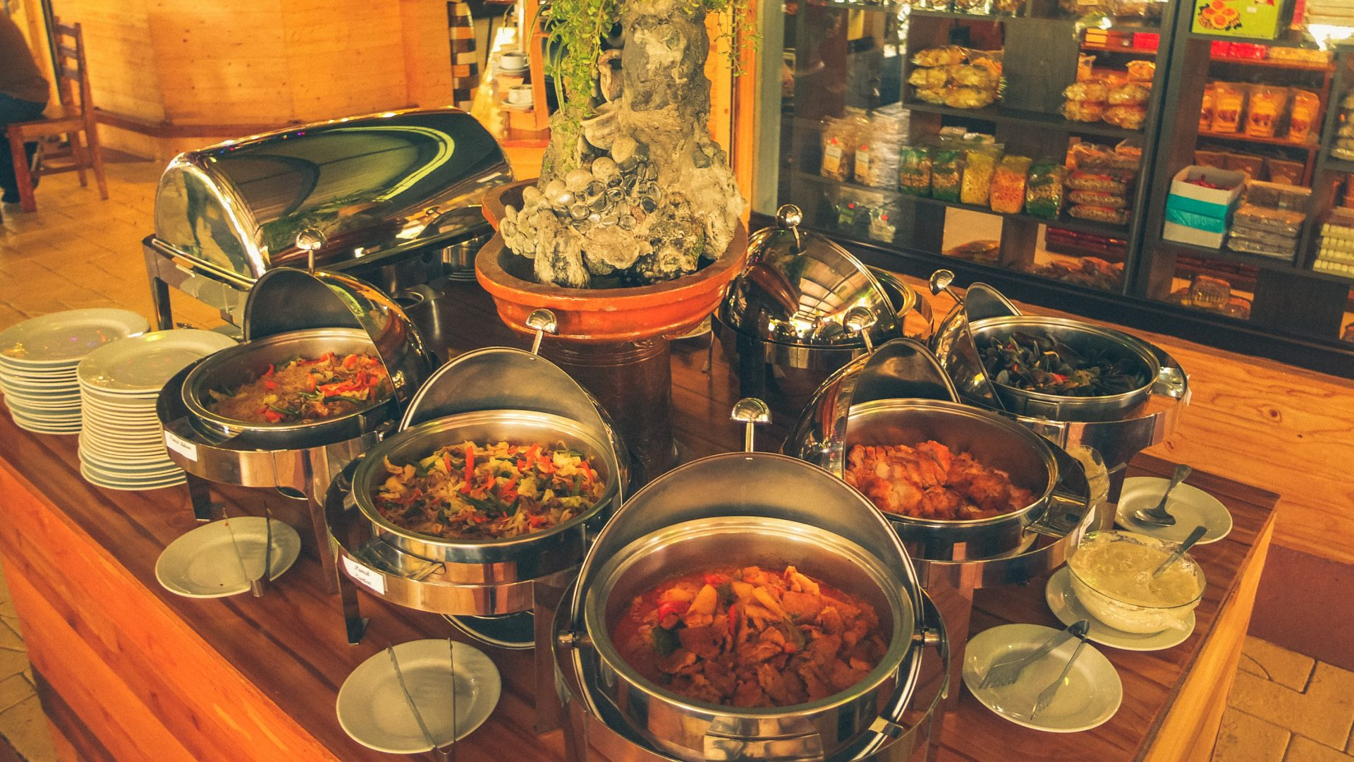 Sunday Buffet at D' Banquet Bakeshop and Restaurant for only P599