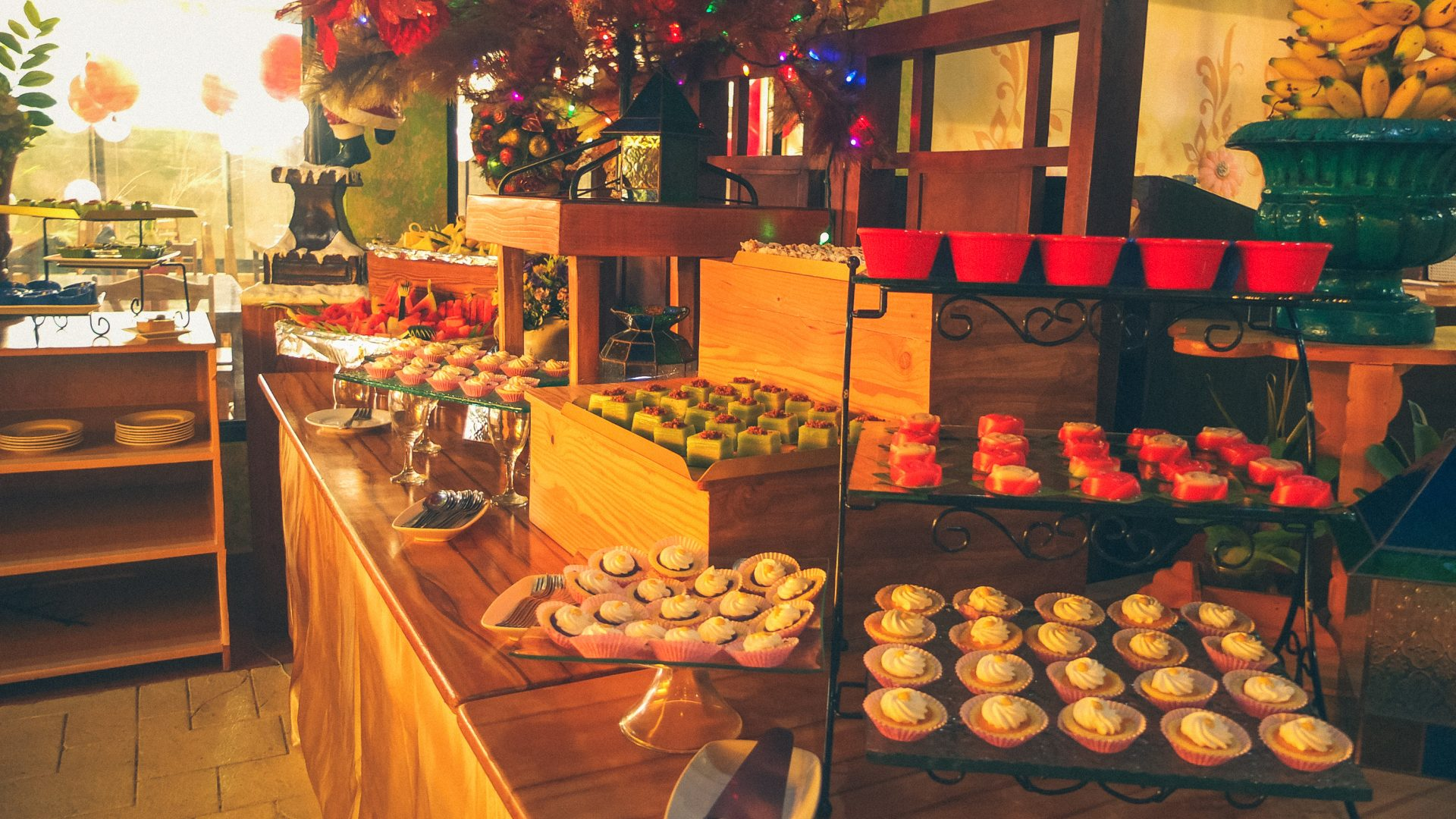 sunday-buffet-at-d-banquet-bakeshop-and-restaurant-for-only-p599