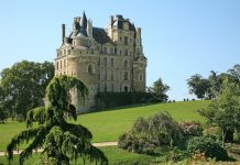 top-haunted-castles-for-traveling-in-europe