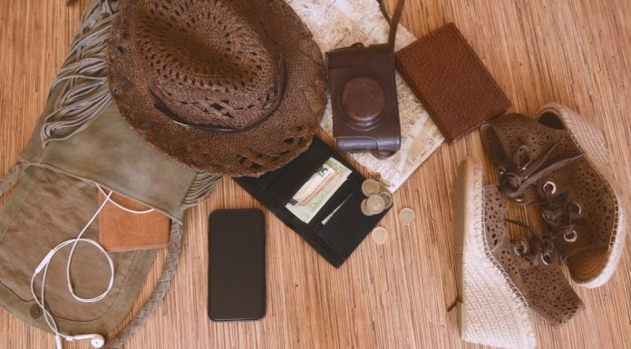 8-must-have-travel-necessities